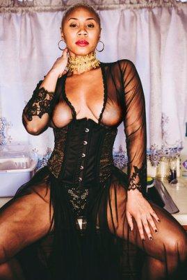 choker by @plumhoneyco lingerie by sadabysarah